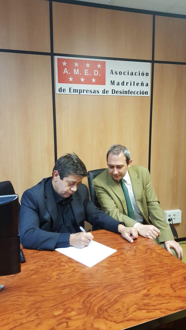 Firma del Presidente de AMED con Nationale Nederlanden